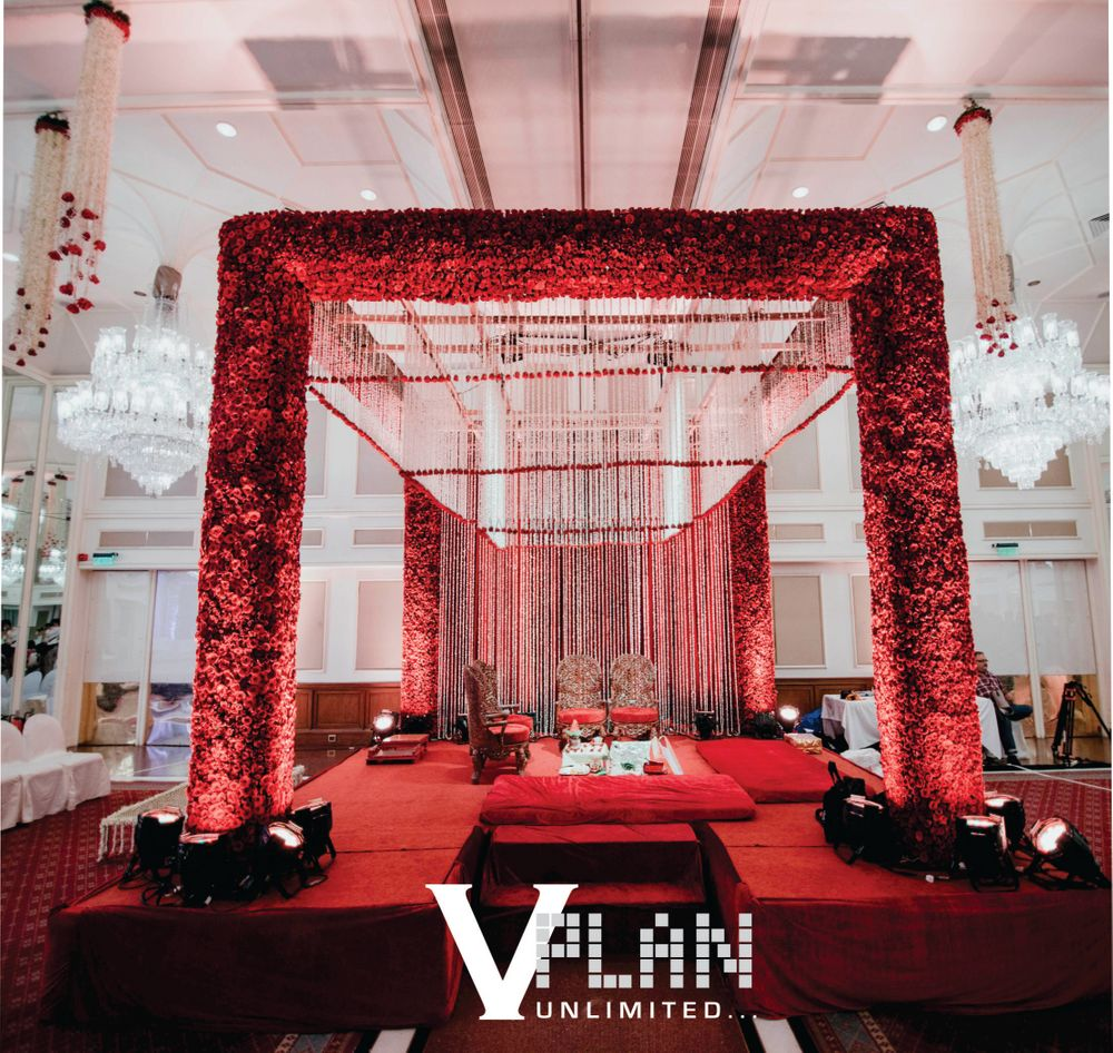Photo of mandap with red roses on it