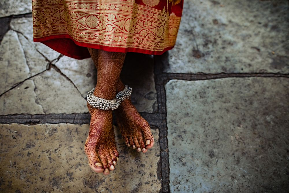 Photo of A subtle feet mehendi design