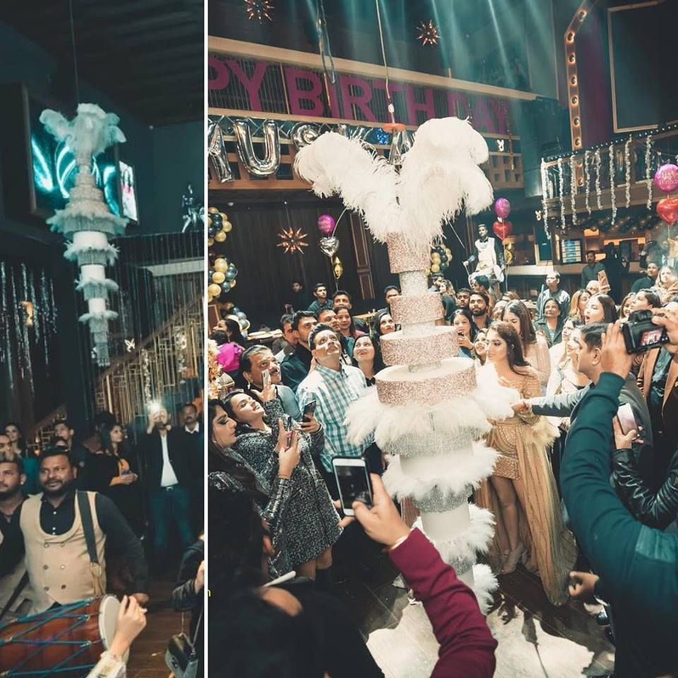 Photo From All the way up/Hanging by the ceiling - By The Cake Design Company