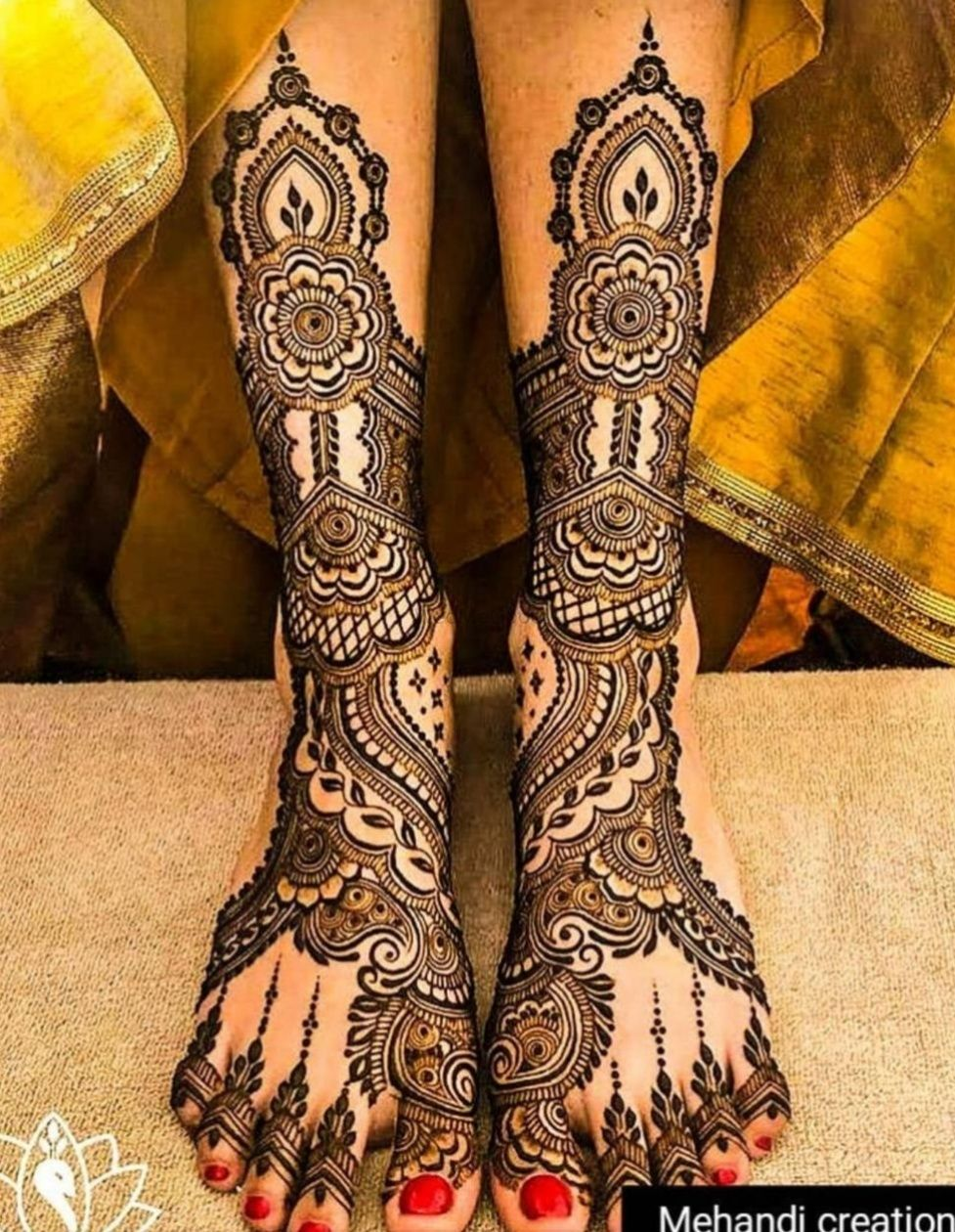 Photo of A minimalistic mehendi for feet with beautiful floral designs.