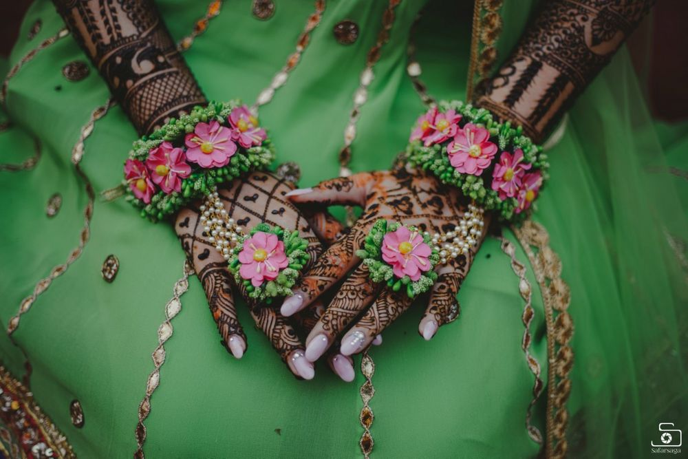 Photo of A bride flaunting her matching mehendi floral jewelry set