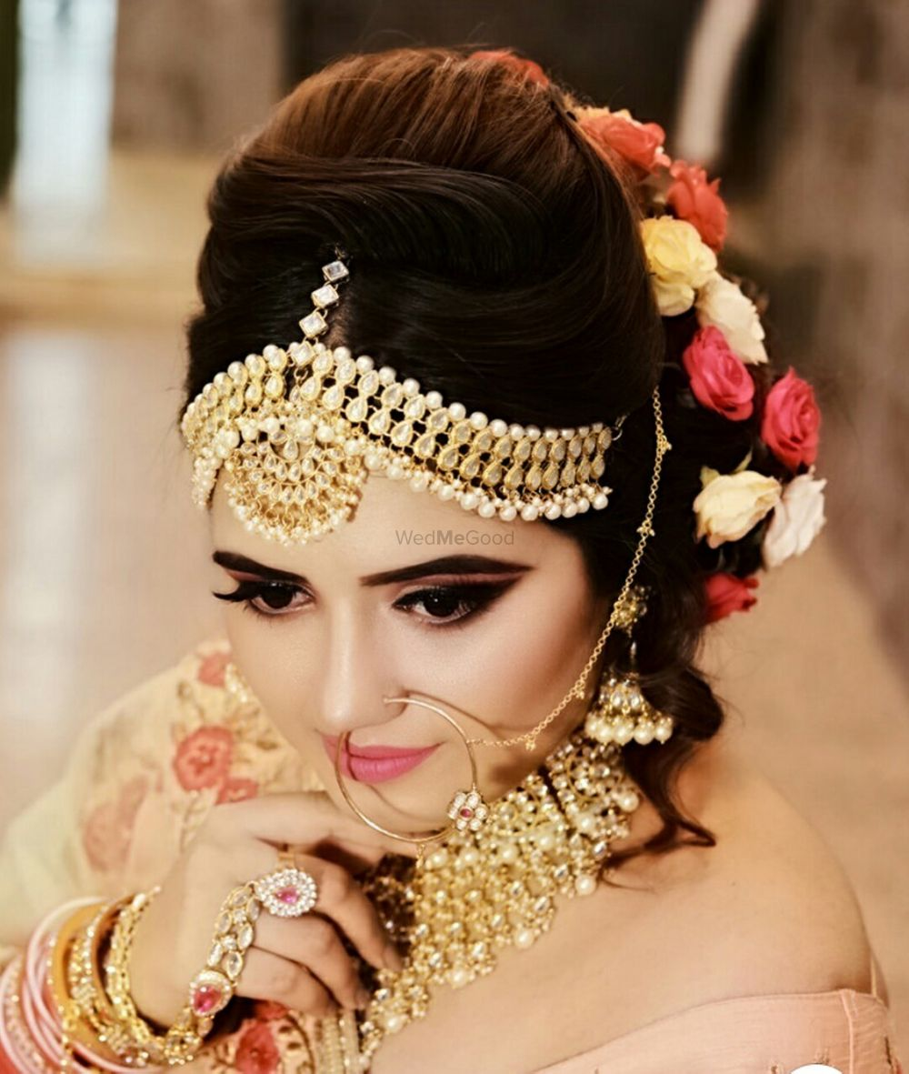 Photo of A beautiful bride with subtle makeup and flowers in hair.