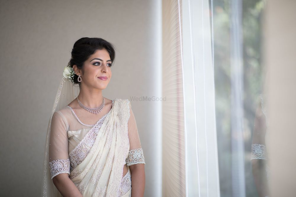 Photo of Subtle bridal look in white lace saree