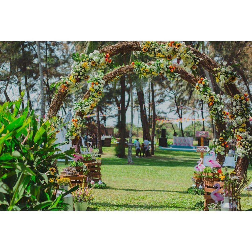 Photo of Flamingo theme floral rustic decor idea