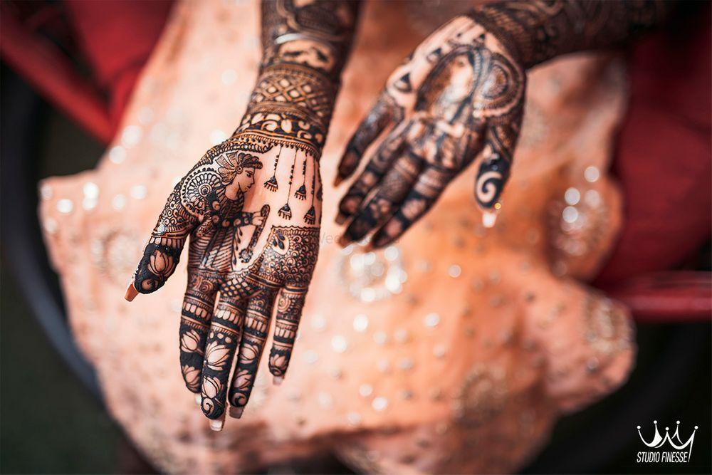 Photo of intricate modern mehndi design
