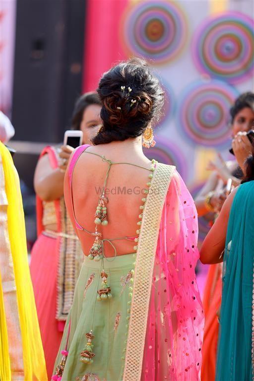 Photo of stringy blouse back design for mehendi