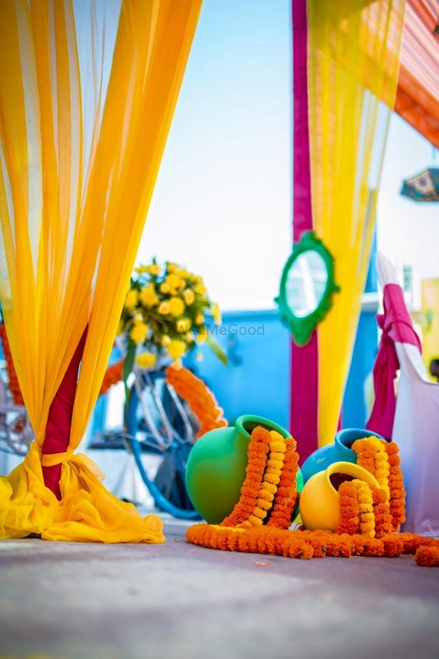 Photo of Genda Phool Floral Arrangement from Pots