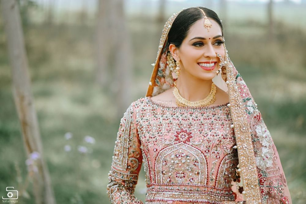 Photo of A bridal dressed in a gorgeous pink lehenga