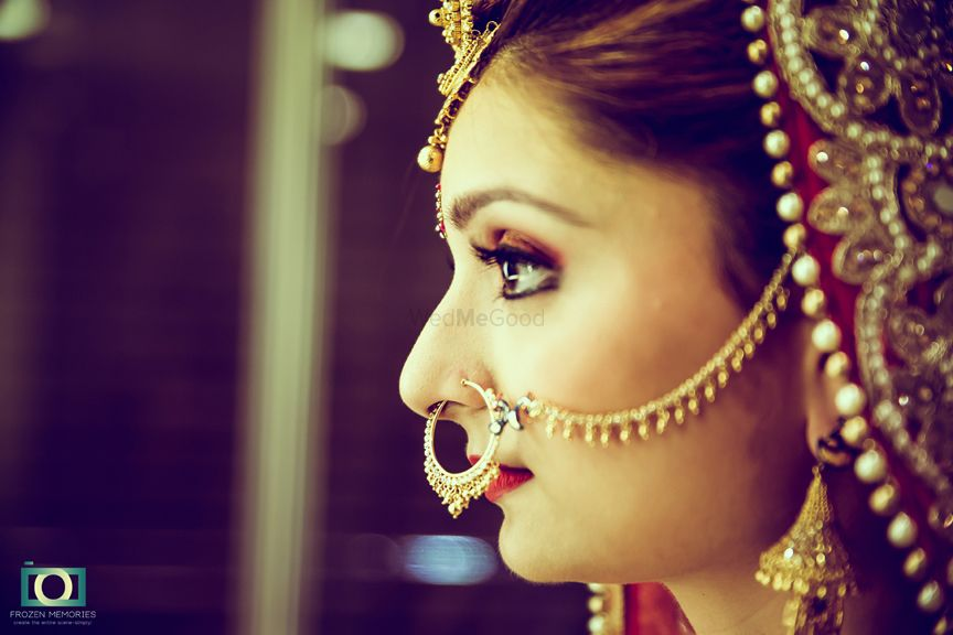 Photo of Gold Bridal Nath with Ghungroos