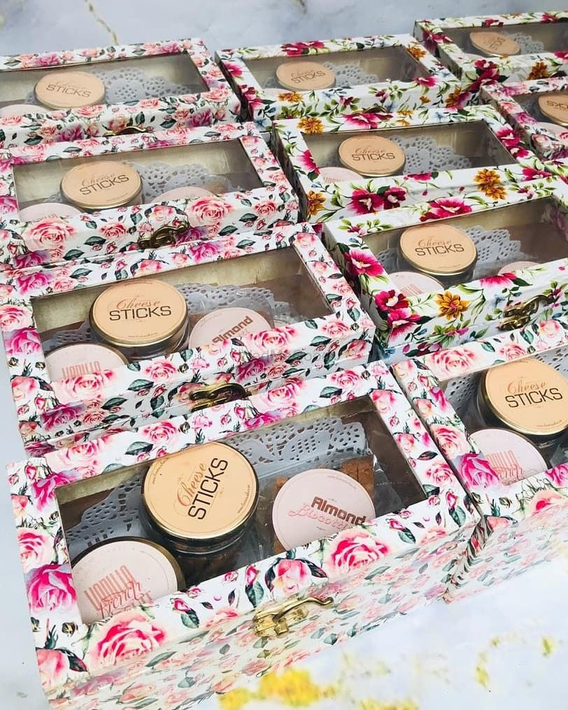 Photo From Wedding Card Fillers - By Love is Cakes