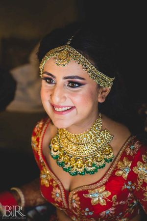 Simple bridal jewellery with red lehenga