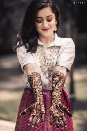 Mehendi outfit for bride to be
