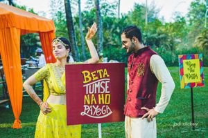 Quirky couple photo and decor for mehendi