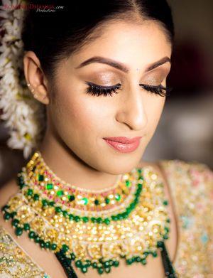 Soft bridal peach makeup