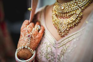 Pretty bridal choker necklace with hathphool