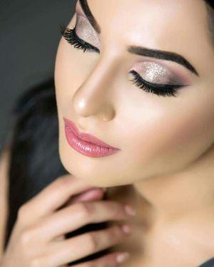 Stunning rose gold eye makeup