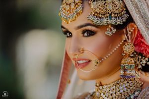 Oversized bridal jewellery with Nath and jhoomer