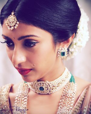 Layered emerald bridal necklaces with pearls