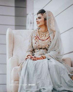 Pastel muslim bride with layered jewellery
