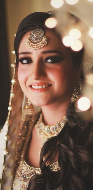 Subtle makeup on a bride