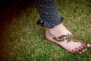 Minimal bridal feet mehendi design