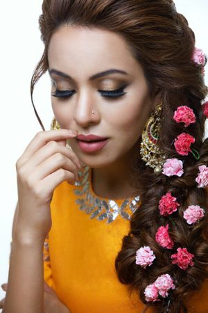 Mehendi side braid with small pink flowers