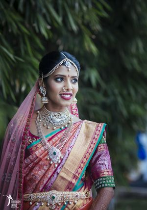 South Indian bridal jewellery with diamonds and emeralds