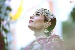 Bride wearing big pearl jhoomer