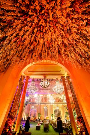 Stunning inverted garden as floral entrance decor
