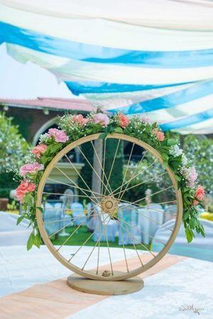 Unique floral wheel as table centerpieces