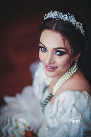 Engagement hairdo with accessory and smokey eyes