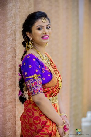 Contrasting saree and blouse for South Indian bride