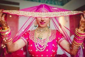 Bridal pose idea with dupatta as veil