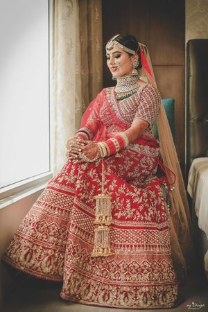 A bride in red and exquisite jewellery