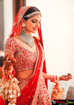 Bride in red with a handful of kaleere