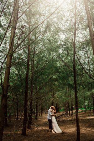 Natural pre wedding shoot outdoors