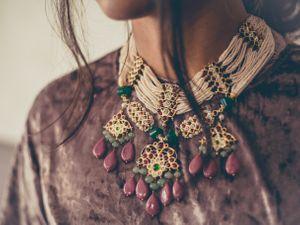 Coloured necklace for emehendi