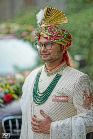 Groom necklace and safa with beads