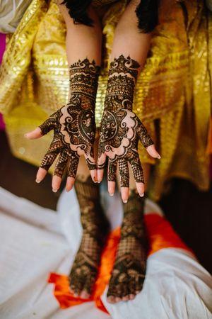 Unique bridal mehendi with half and half design