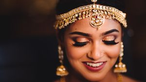 Shimmery eye makeup for the bride!