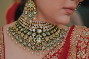 Bridal necklace in green with polki