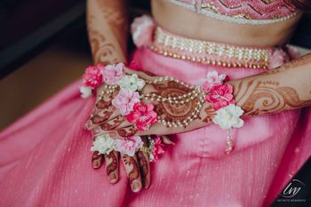 Photo of Mehndi floral haathphool