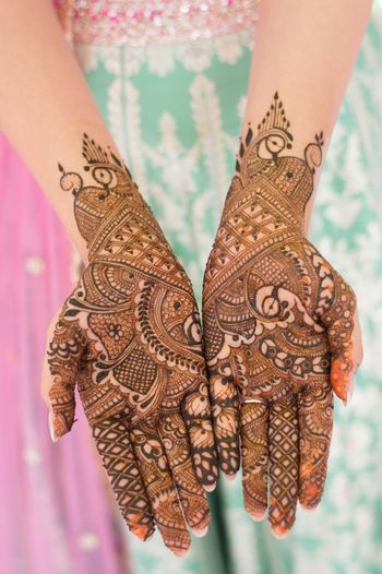 Minimal bridal mehendi ideas with birds