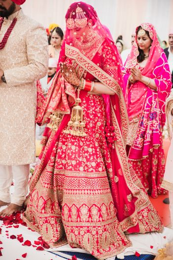 Photo of A bride in pink lehenga for her Anand Karaj ceremony