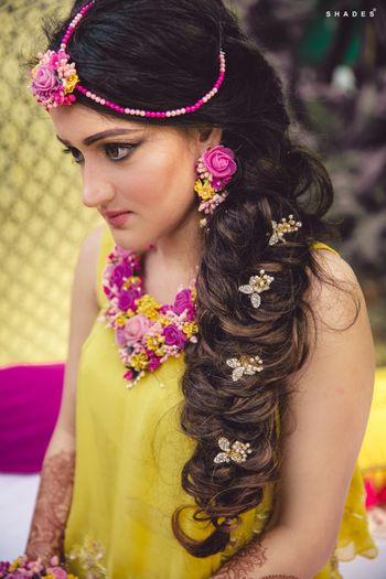 Floral hairstyle for mehendi
