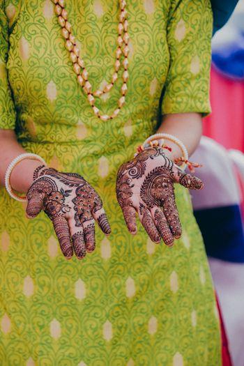 Minimal bridal mehendi design