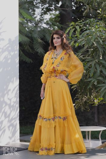 bride in mustard yellow haldi or mehendi anamika khanna outfit