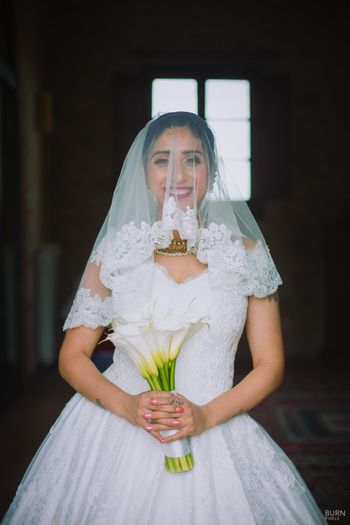 Bride with lace veil and bridal bouquet