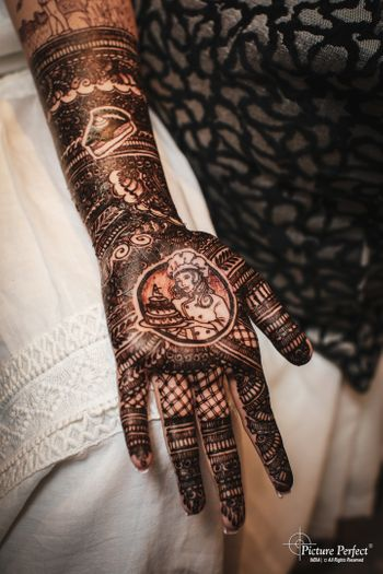 Photo of personalised mehendi design on bridal hands