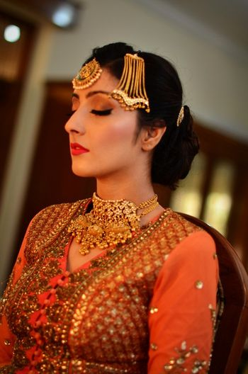 Bride Wearing Gold Jhoomer and Maangtikka and Choker